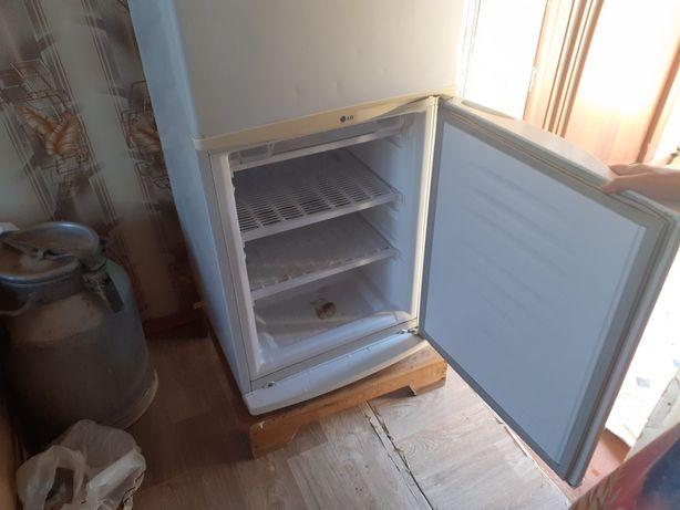 Холодильник хороший сост