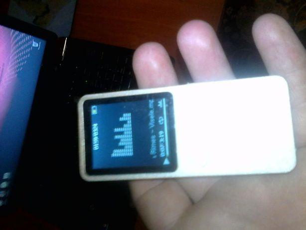 Vand MP3 de 8GB baterie 120ore !!!