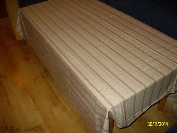Покривка от лен и памук и червена вълнен плюш