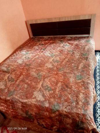 Двухспальная кровать к хорошем состоянии