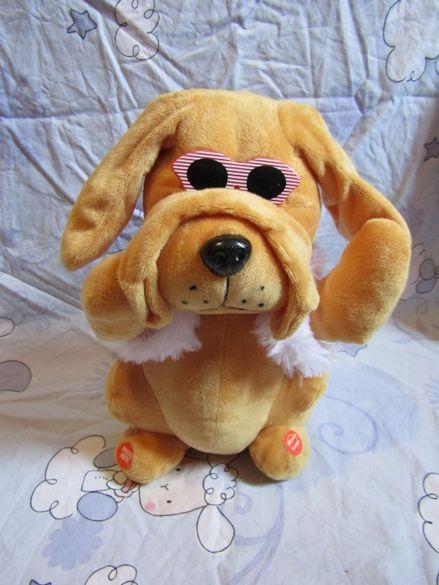 Музикална плюшена играчка куче