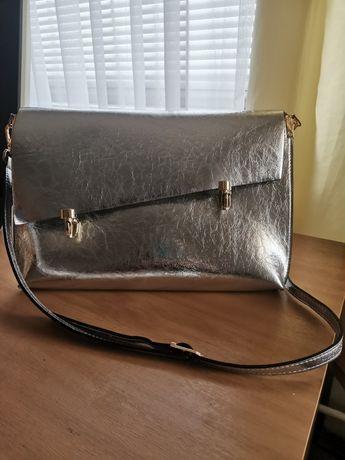 Чанта в сребрист цвят