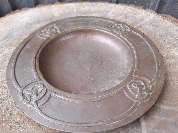 Стара ръчно кована медна чиния внос Англия около 100 годишна