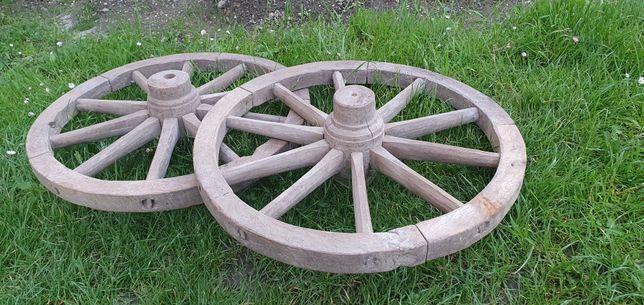 Roți de căruță făcute manual din bardă și topor din anul 1950