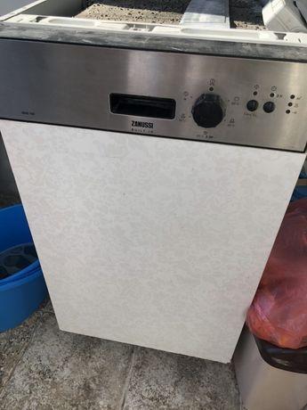 Продавам миялна машина Zanussi ZDIS100