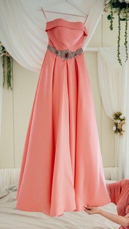 Платье кораллового цвета не дорого в идеальном состоянии