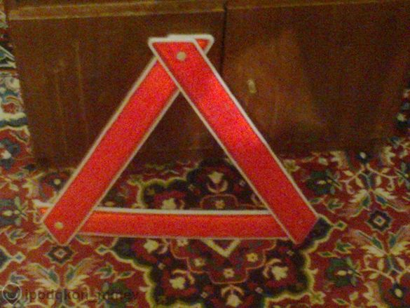 Светлоотразителен авариен триъгълник за автомобил