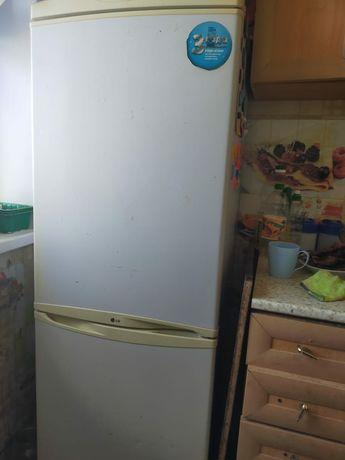 Істеп тұрған холодильник  жақсы қалпында