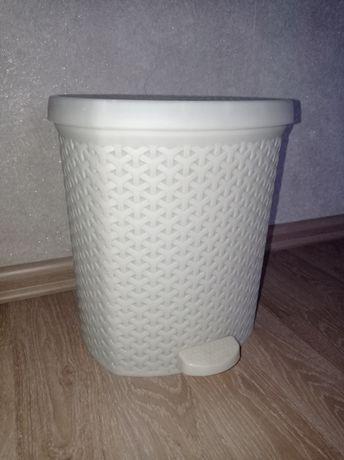 Урна для мусора.Швабра для мытья пола