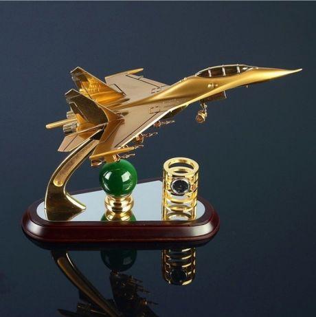Настольный набор с самолетом-истребителем Су-27 и часами