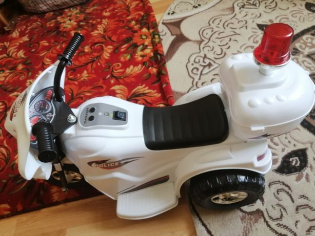 Скутер- мотоцикл + новые шапки для детей