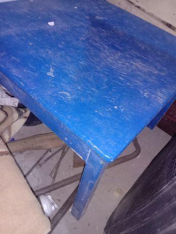 Продам детский стол и санки