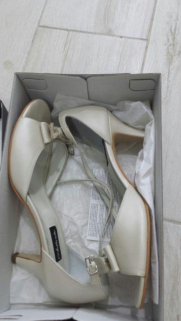 Pantofi/Sandale de Mireasă,culoare Ivoire, mărimea 40