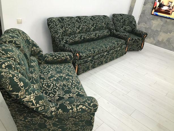 Диван Софа и Кресло отличном состоянии с чехлами продаётся