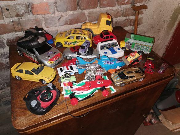 Свещник детски играчки щит стари копчета детски колички и други.