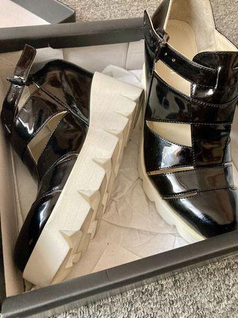 Обувки с лека платформа