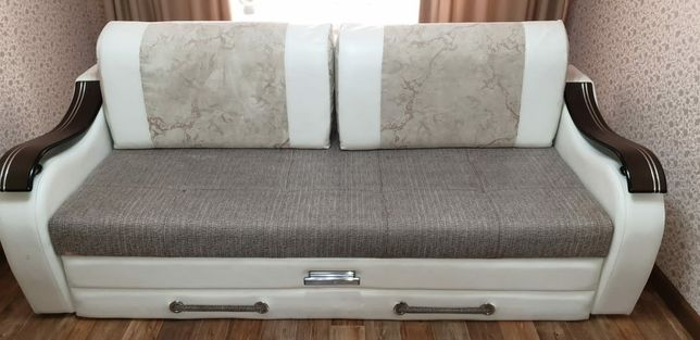 Продам  диван с одним кресло