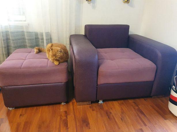 Мягкий уголок с креслом и пуфиком