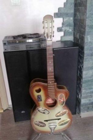 Стойка за китара