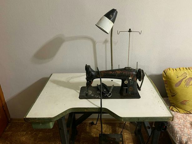 Швейная машина со столом