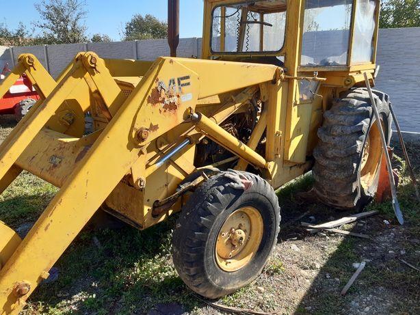 Tractor Massey ferguson cu încărcător