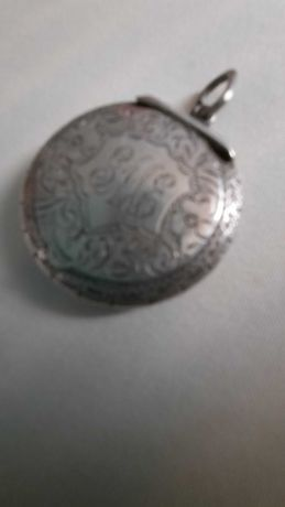 Pandantiv/cutiuta fard argint veche