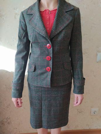 Костюм женский юбка и пиджак