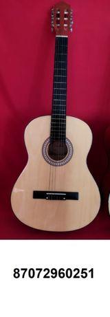 Продам новую классическую гитару с нейлоновыми струнами