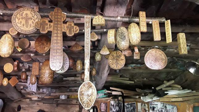 Ornamente din lemn confecționate manual din ardeal