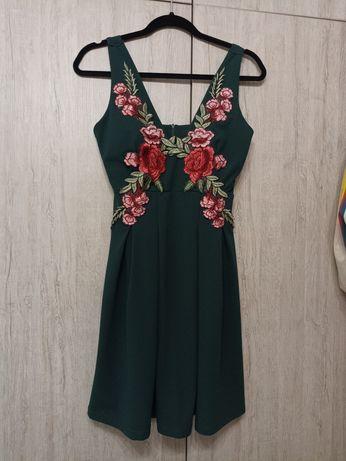 Маслено зелена рокля с бродерия