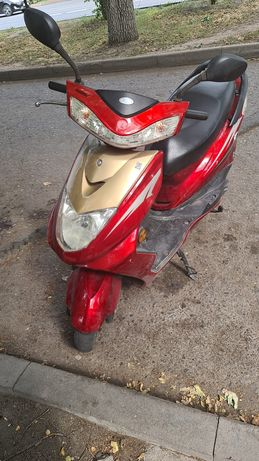 Мопед, скутер 150 кубовый