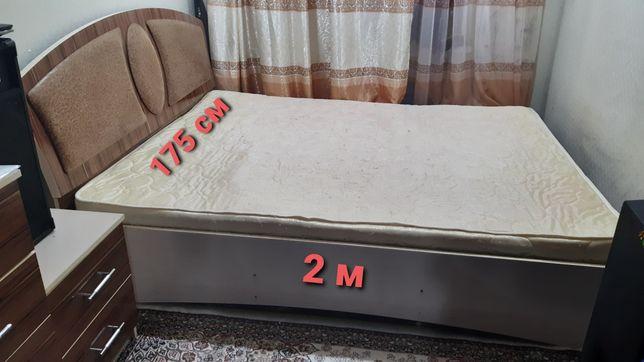 ДвухСпальный кровать с 2 тумбочкой+матрас