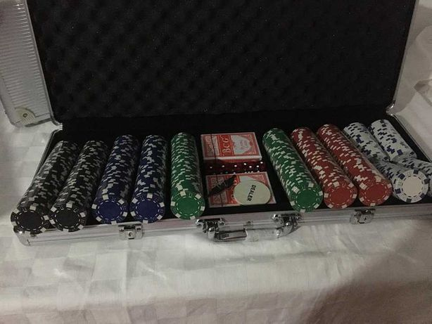 Trusa Poker 200, 300, 500 jetoane profesionale. Servieta Poker – NOU !