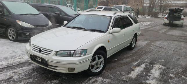 Toyota Camry Gracia 2000 года