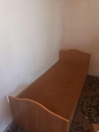 Кровать одна спальный,внутри есть полка для хранения белья