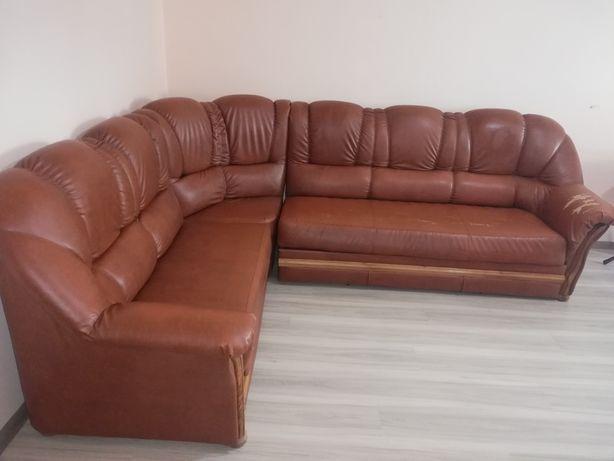 Vând canapea! Puțin uzată cu ridicare personală de la domiciliu.