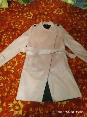 Женское пальто розового цвета
