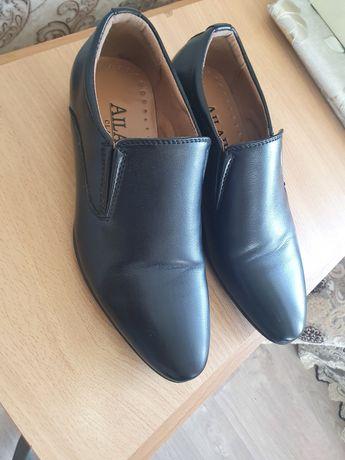Продам практически новые туфли на мальчика