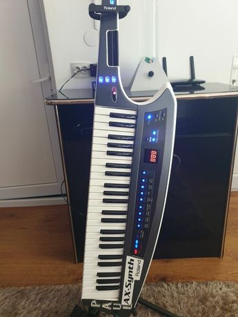 Vând Roland ax synth