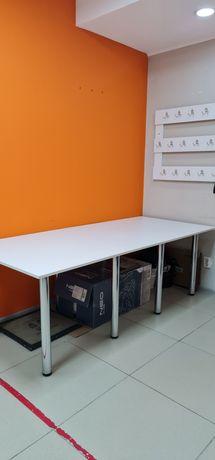 Стол для офиса или школы