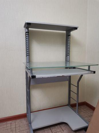 Срочно продам компьютерный столик