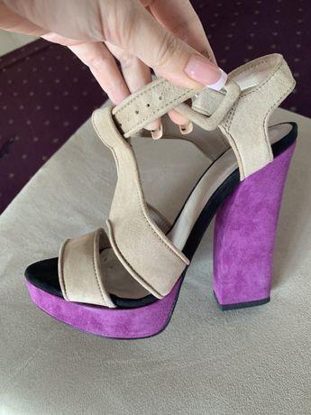 Sandale platforma ZARA piele eco marimea 36