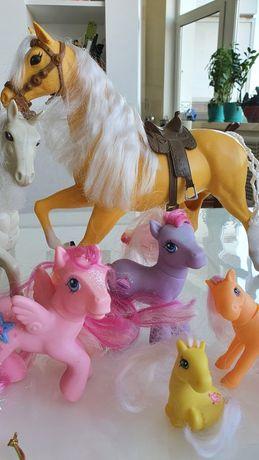 Продам лошадей игрушки