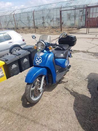 Cititi anuntu!!! Schimb scuter aprilia scarabeo 150 cc cu scuter 50 cc