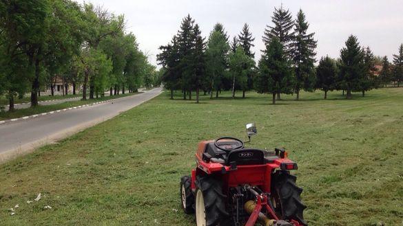 Косене трева в паркове градинки и дворни места фрезоване и оран