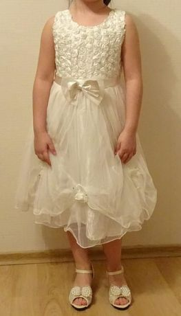 Прекрасна рокля за малка шаферка! :)