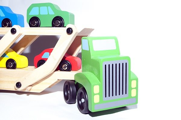 Jucărie din lemn - Trailer cu mașini