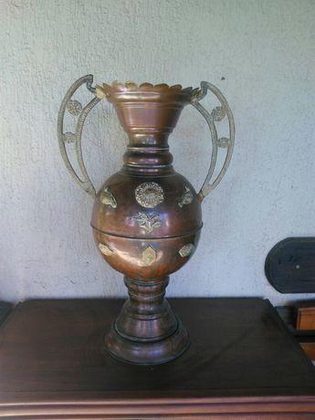 Продавам огромна Френска Барокова медна ваза Рококо