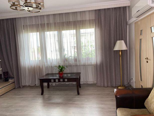 Vând apartament central în asociație cu 3 camere