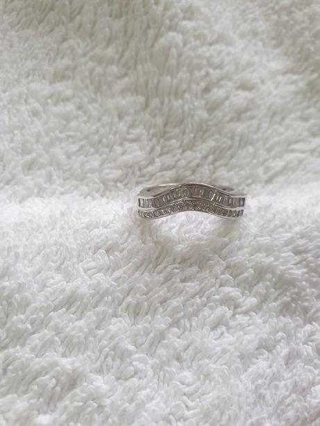 Inel din aur de 18 ka cu diamante
